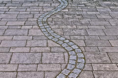 I dag her på bloggen skal det handle om betonfliser. Har du overvejet at få sådanne fliser i din have? Det er en type at fliser, som kan dresse enhver have op.